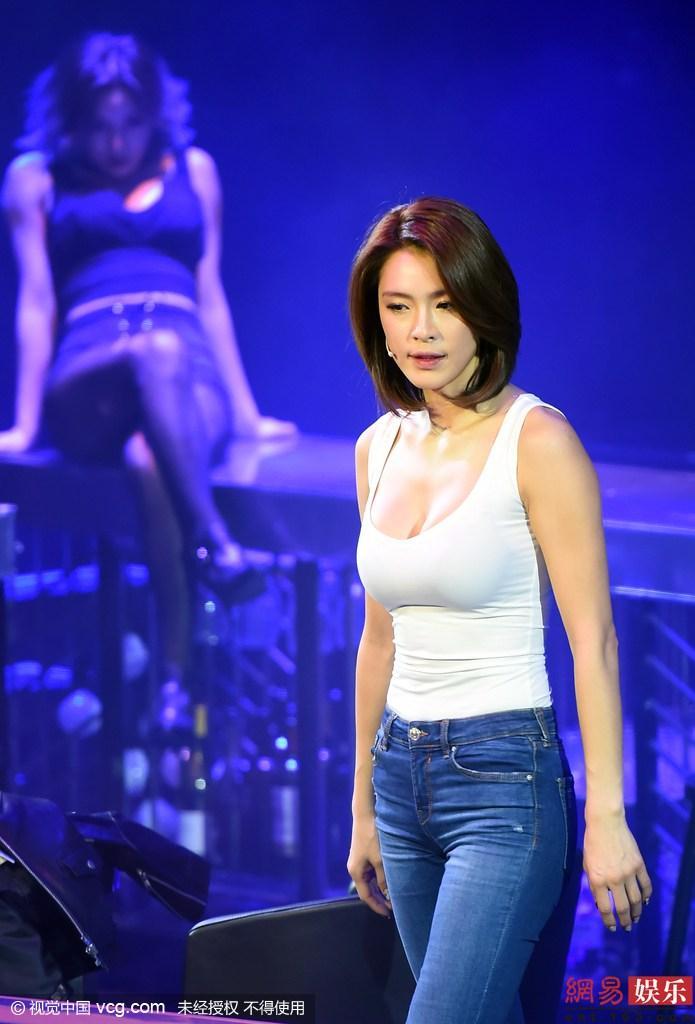 韩女子组合前成员嘉熙出演音乐剧秀傲人上围