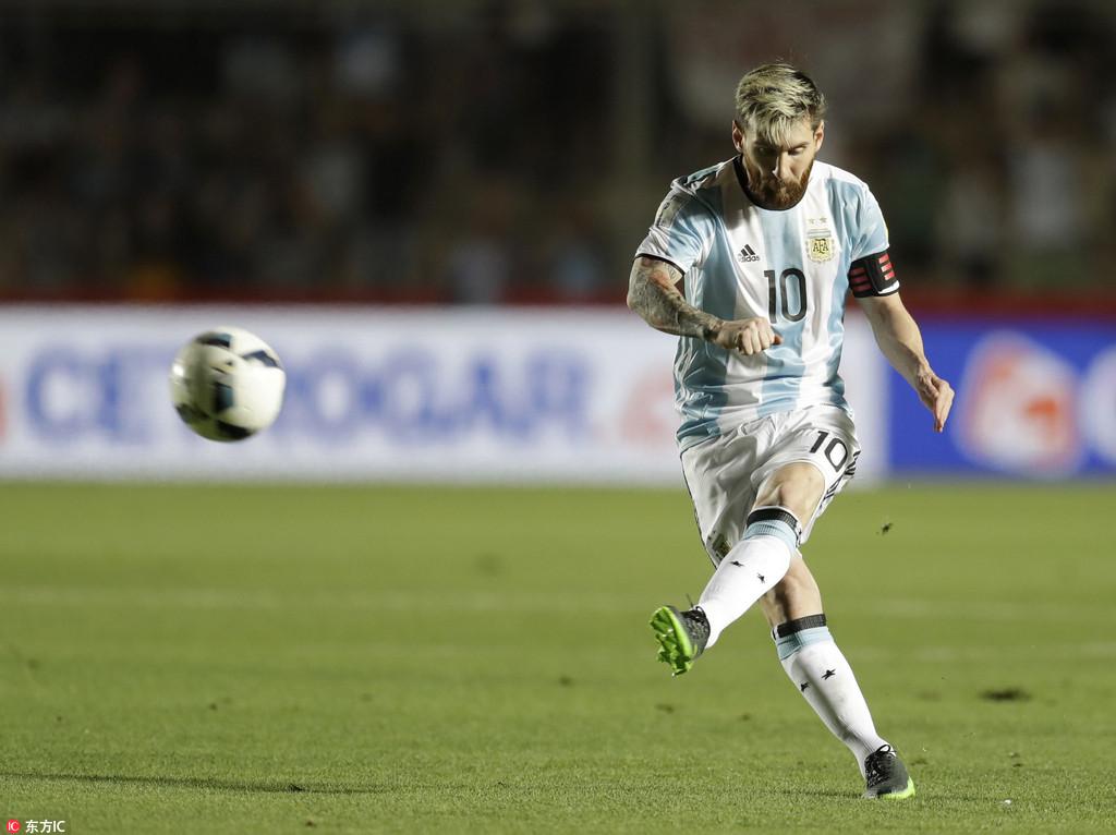 梅西任意球首开纪录