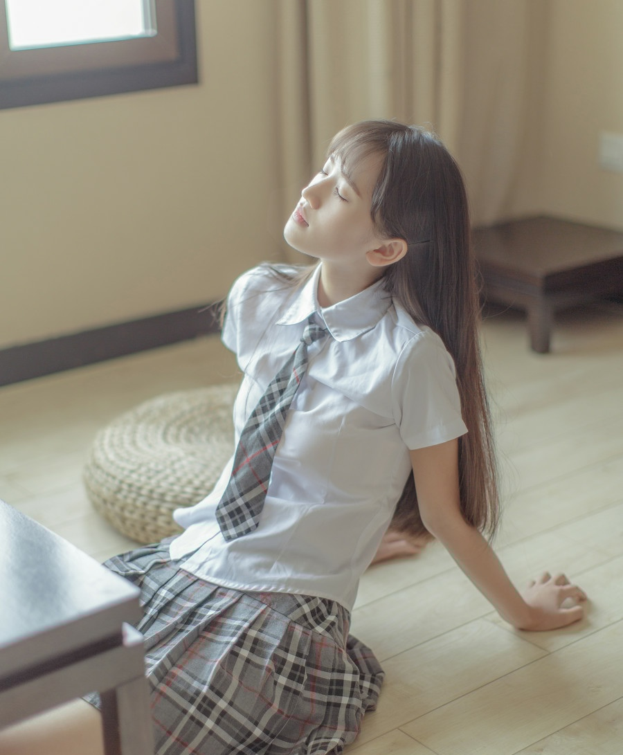 学生装短裙清纯校花妹子诱惑写真