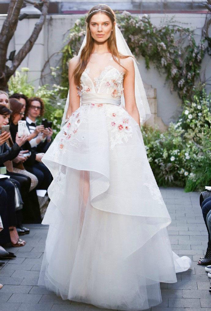 国外模特婚纱走秀图片