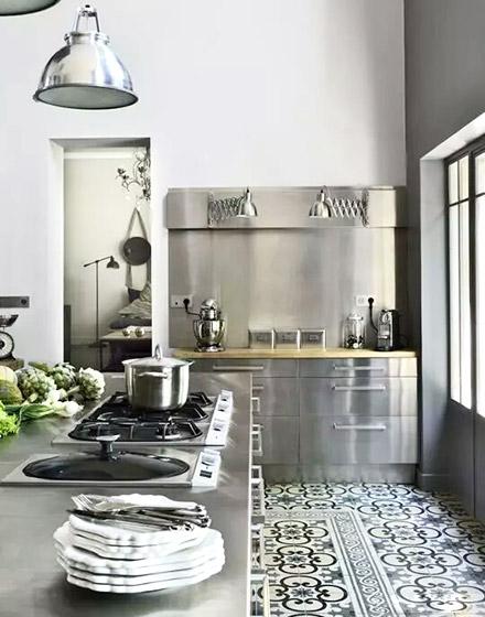 小花砖炫动厨房 11个厨房地板砖效果图