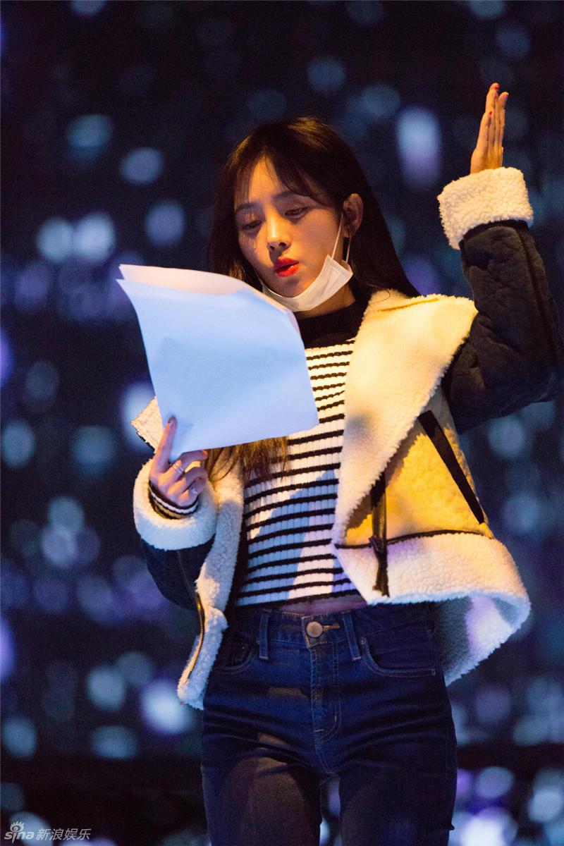 组图:湖南跨年彩排张靓颖素颜出镜 尹正热舞