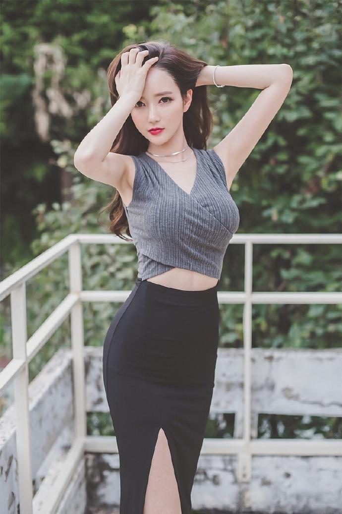 极品性感美女李妍静人体艺术大胆写真照