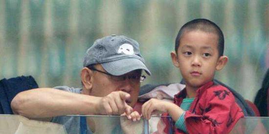 姜文的儿子小小年纪这颜值就显出强大气场,是不是和爸爸很像呢?