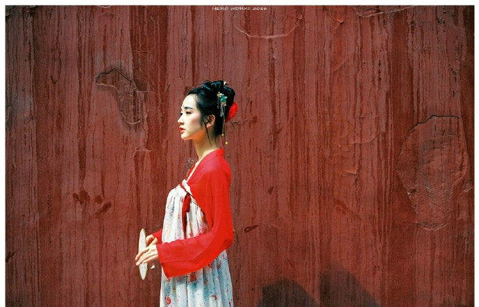 气质艳丽的古装美女阳光温馨迷人写真图片