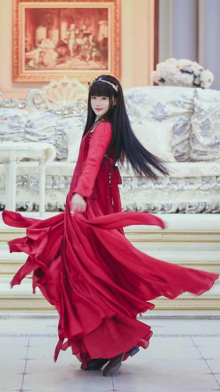 《半妖倾城》李一桐魅力妖艳,生活长裙纯净迷人图片