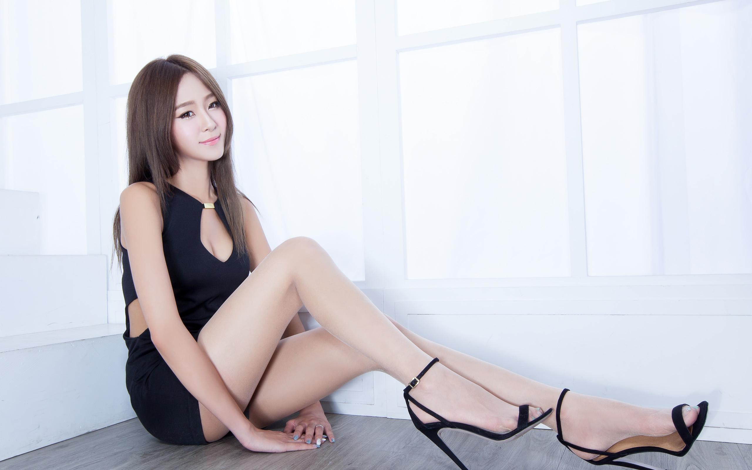 性感美女妈妈网新闻_性感美女美腿丝袜诱惑妩媚撩人写真_图片新闻_东方头条