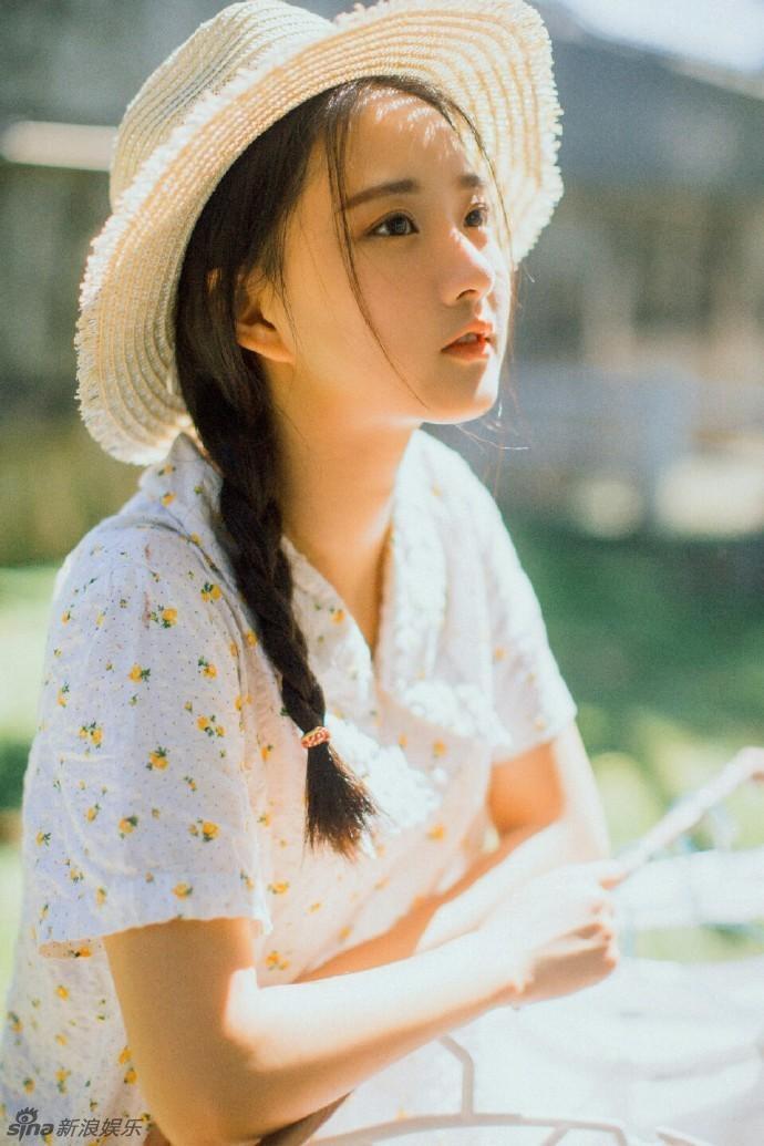 组图:西南财经校花廖银玥怀旧写真 清纯迷人