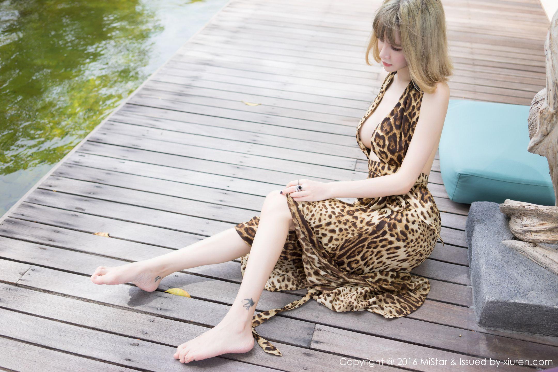 性感美女大胆人体艺术豹纹户外写真