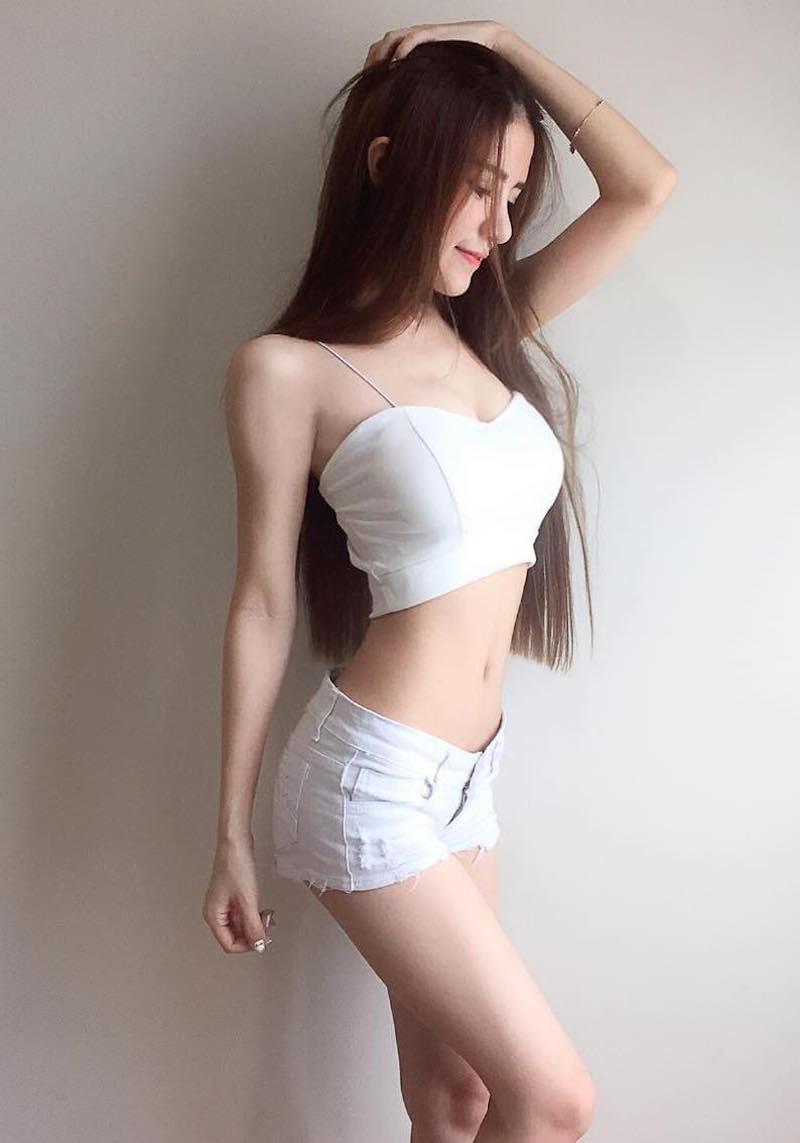 大胸美女性感翘臀酥胸美腿性感写真图片