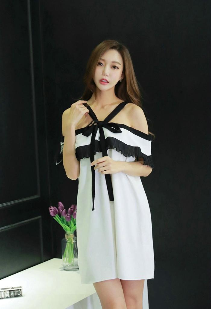 吊带蕾丝白裙美女优雅大方清纯写真