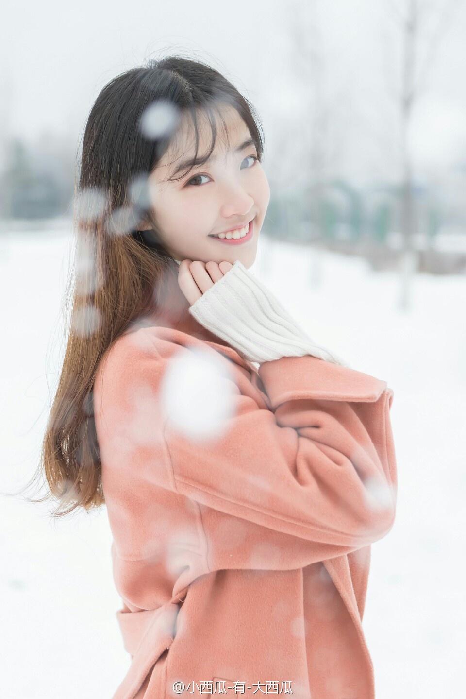 素颜漂亮美女雪地写真