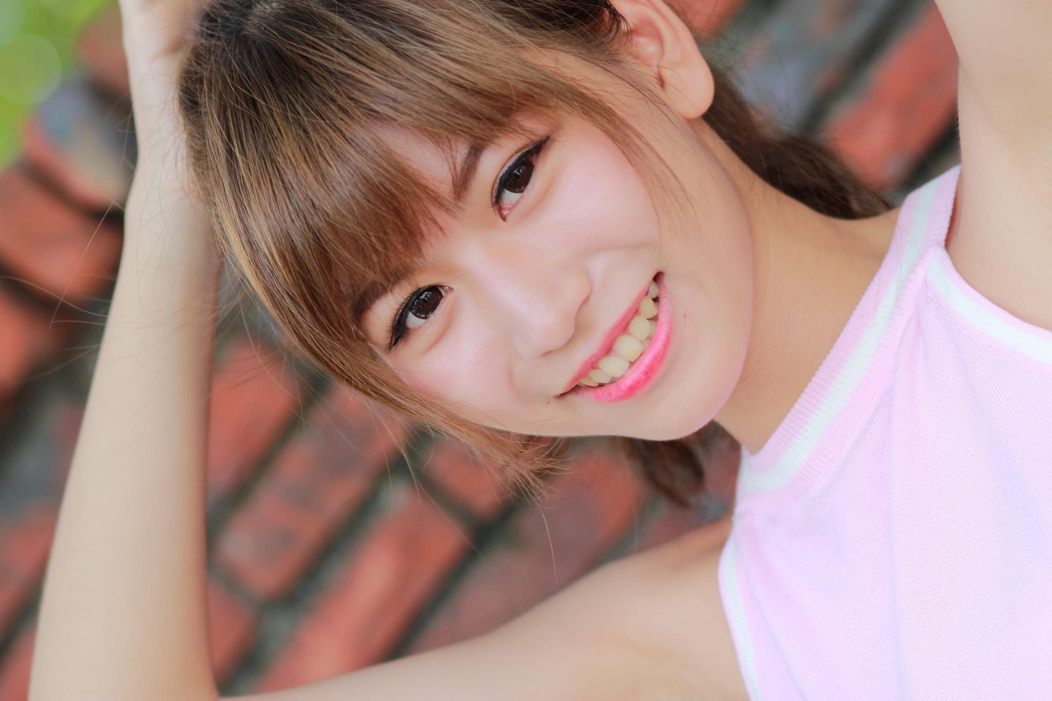 清纯学生妹纯情装扮火辣养眼美女性感图片图片