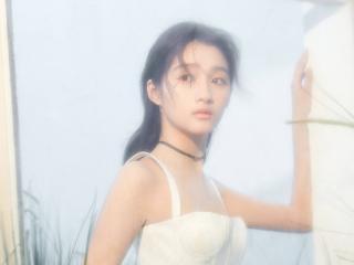 关晓彤登杂志封面宛若精灵少女