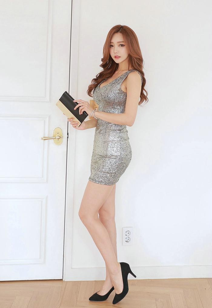 美女大囹a�y�'_穿职业包臀裙的美女,曼妙身姿优雅迷人,美在方寸之间!