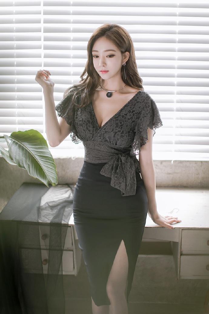 公狗操女人公媳乱伦的故事_极品人妻蕾丝透视低胸装性感撩人写真