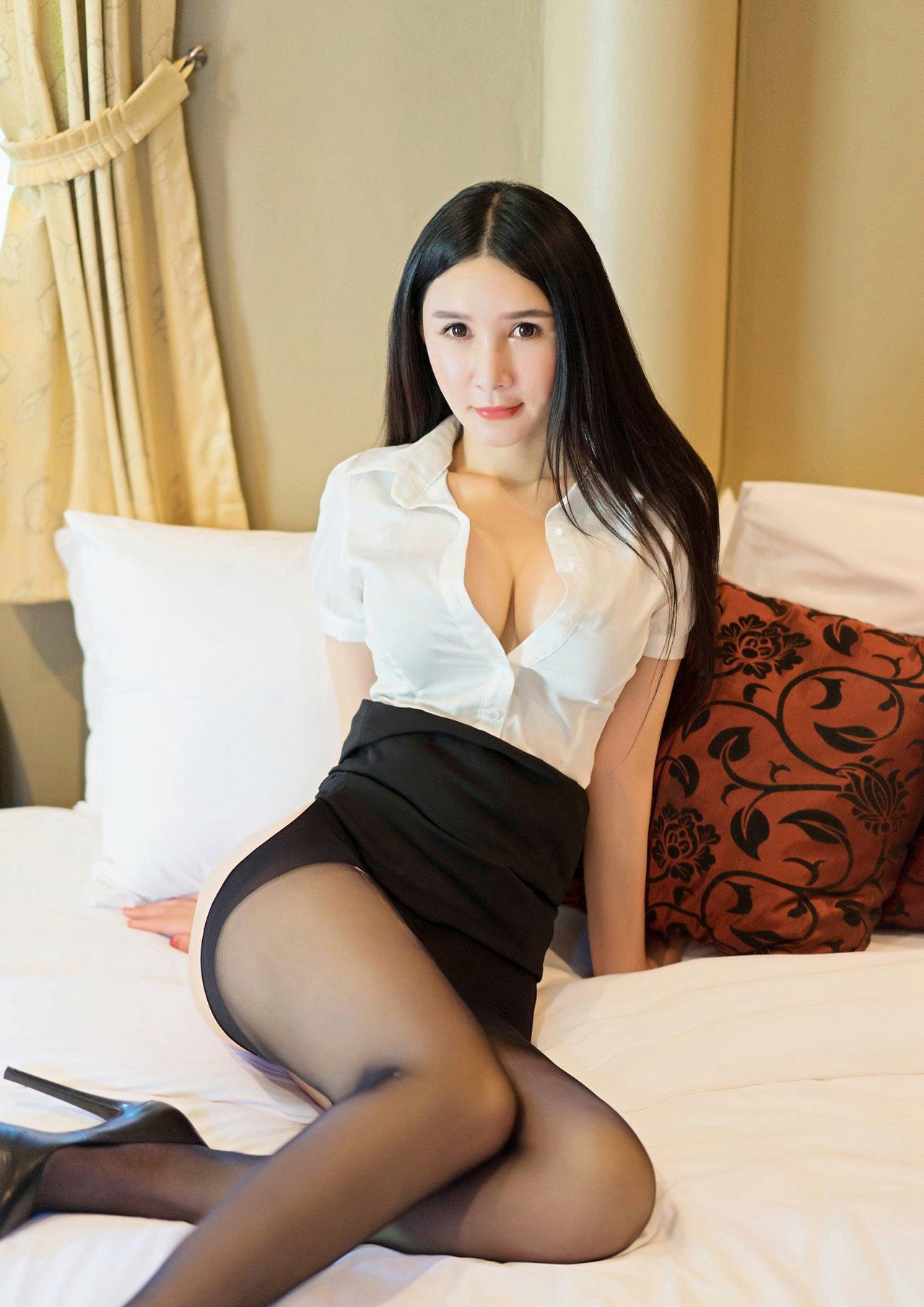性感美女妈妈网新闻_性感爆乳美女黑丝诱惑写真图片_图片新闻_东方头条