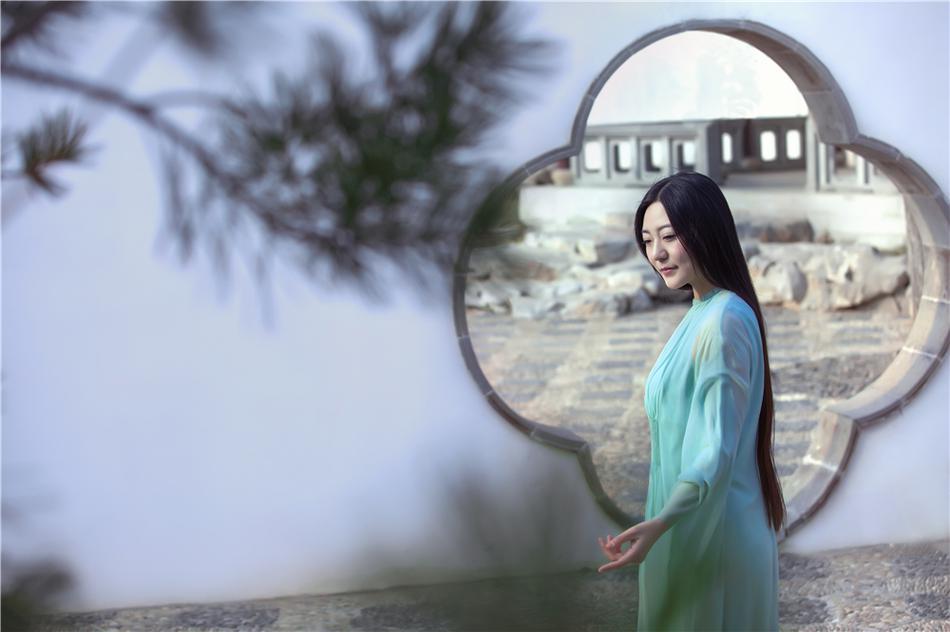 组图:刘珂矣全新写真曝光 禅意歌者明媚嫣然