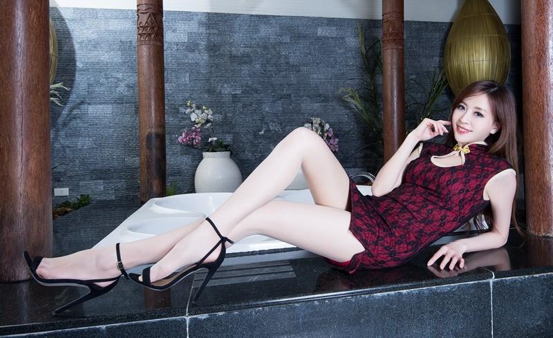 亚州丝袜女_性感亚洲旗袍美女丝袜美腿酥胸翘臀诱惑写真