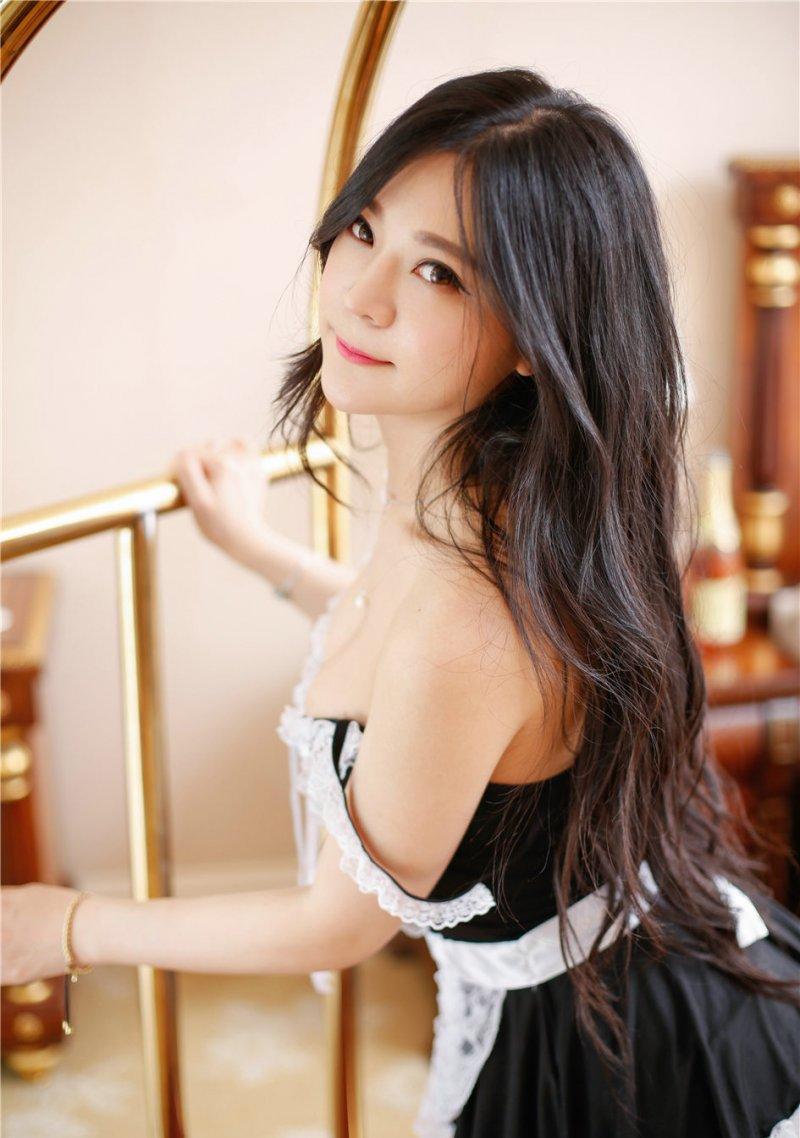 性感美女ayumi雪雪女仆装白丝深v爆乳诱惑写真