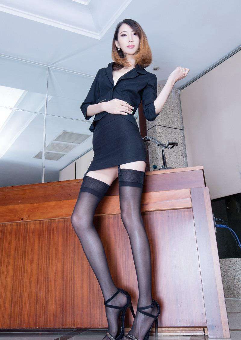 欧美黑丝制服_气质ol美女制服黑丝美腿高跟诱惑写真