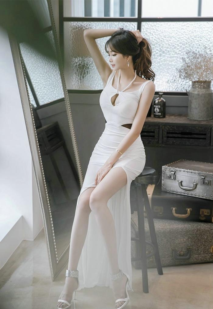 长发清秀美女开胸爆乳透视露腰诱惑人体艺术图片