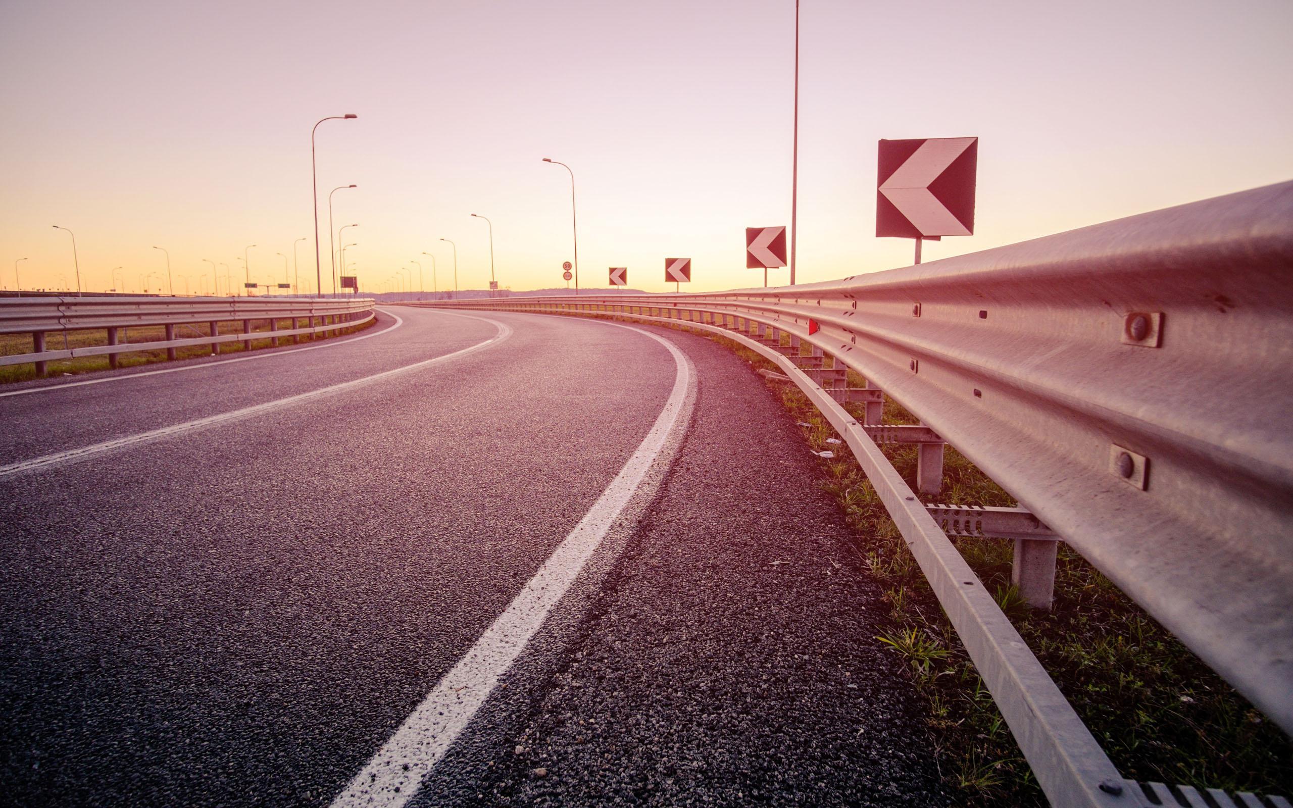 公路风景桌面壁纸 沿途唯美的公路风景图片桌面壁纸