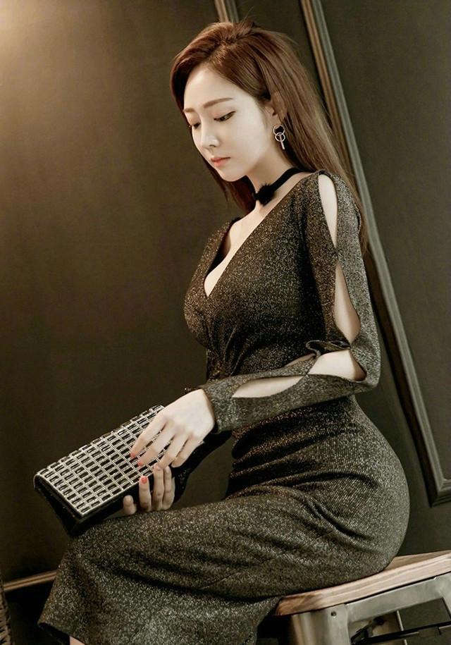 爆操丝袜大奶子_性感美女酥胸大奶亮丝裙美女模特诱惑写真