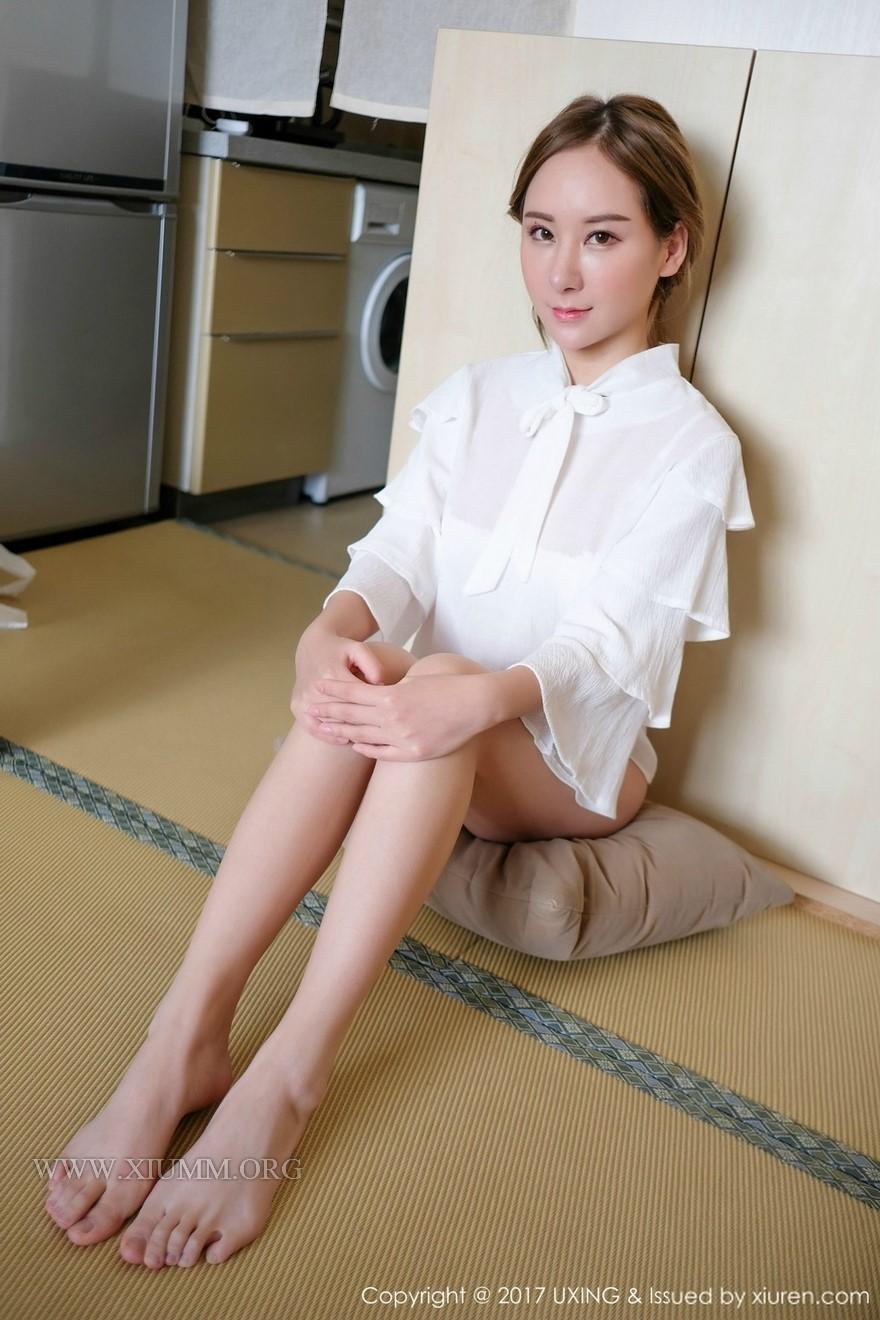 熟女透视装15p_性感美女透视装大胸修长美腿私房写真