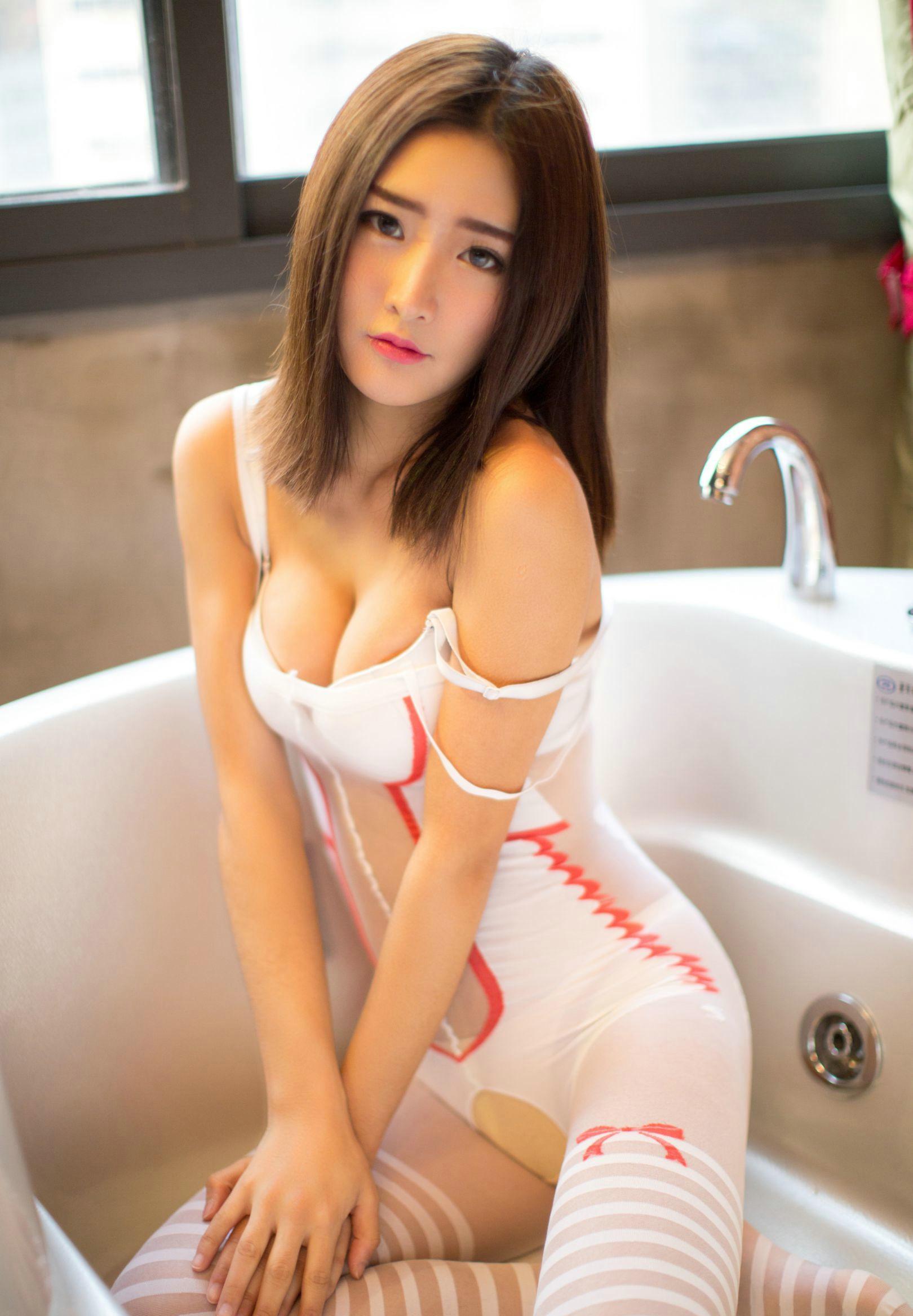 爆草大奶大穴美女_性感大胸美女周琰琳lin爆乳大奶诱惑人体艺