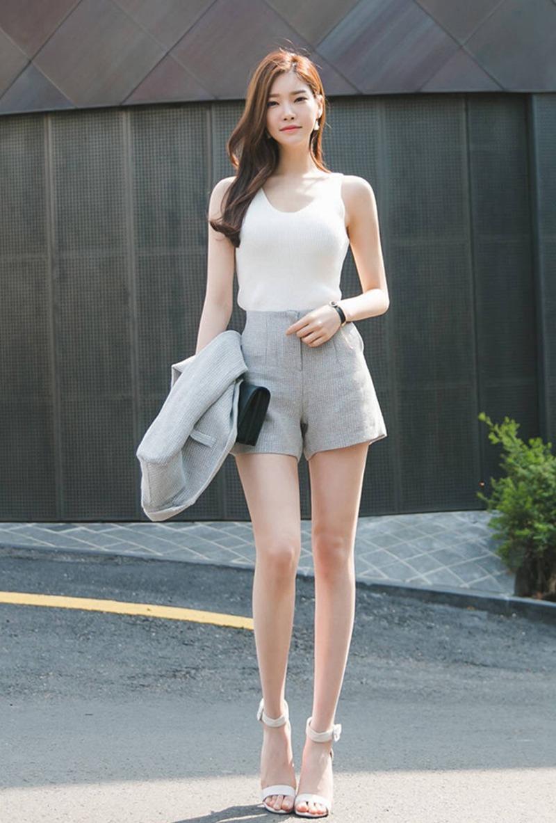 长腿高挑的美女嫩模时尚街拍性感图片