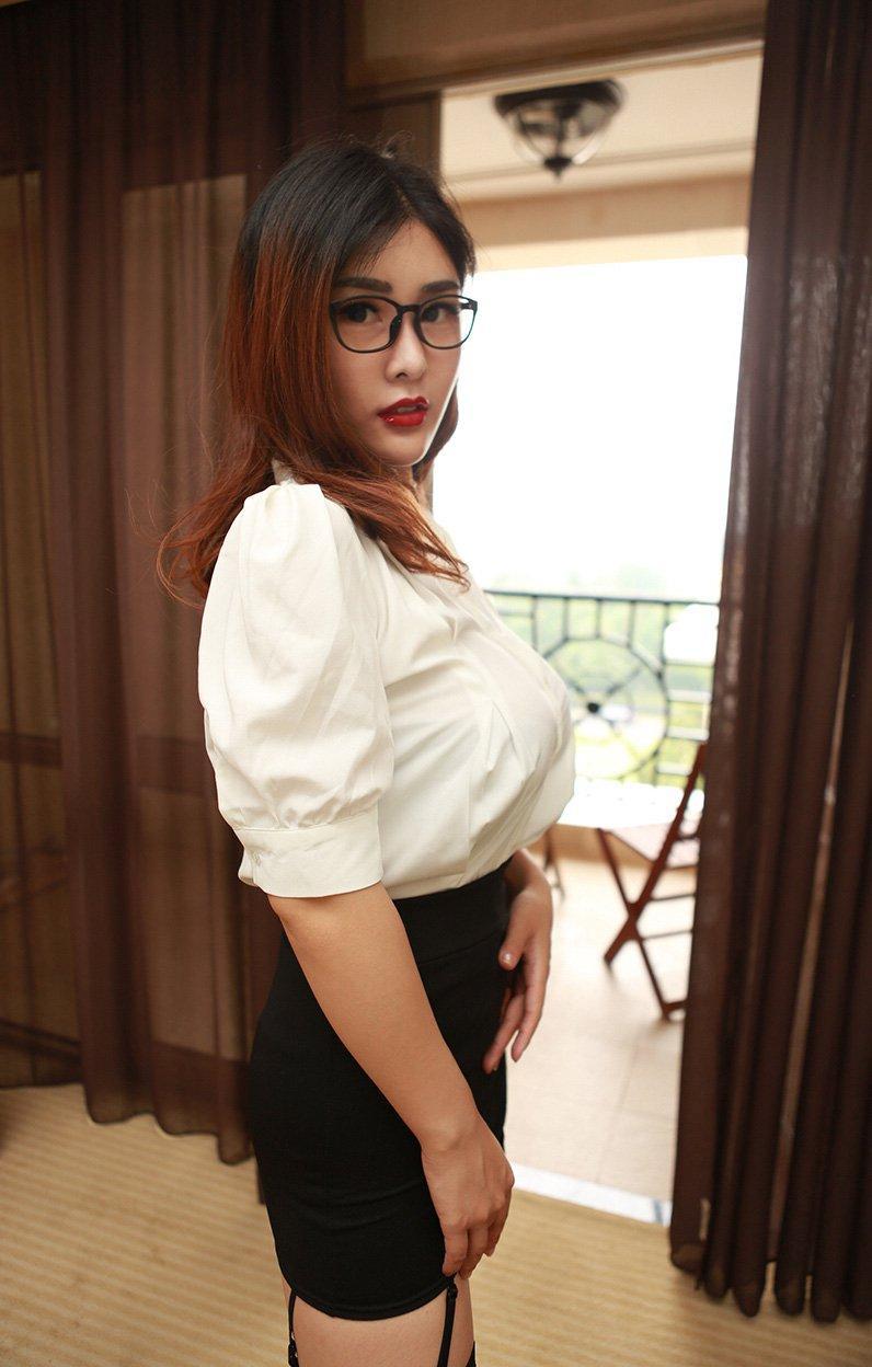 韩国风俗娘性感情趣黑丝制服开胸大奶诱惑人体写真