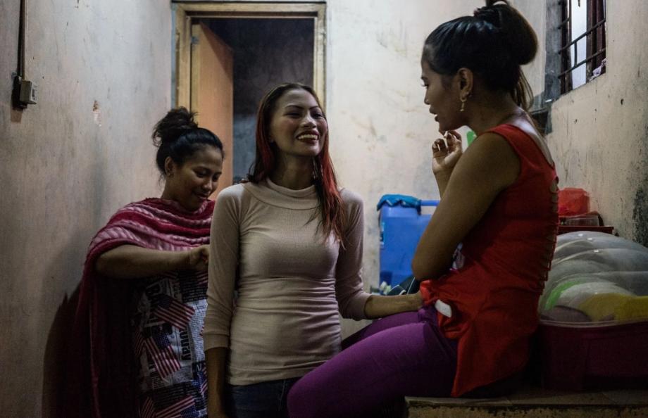 台风过后:无家可归的菲律宾女孩生活现状