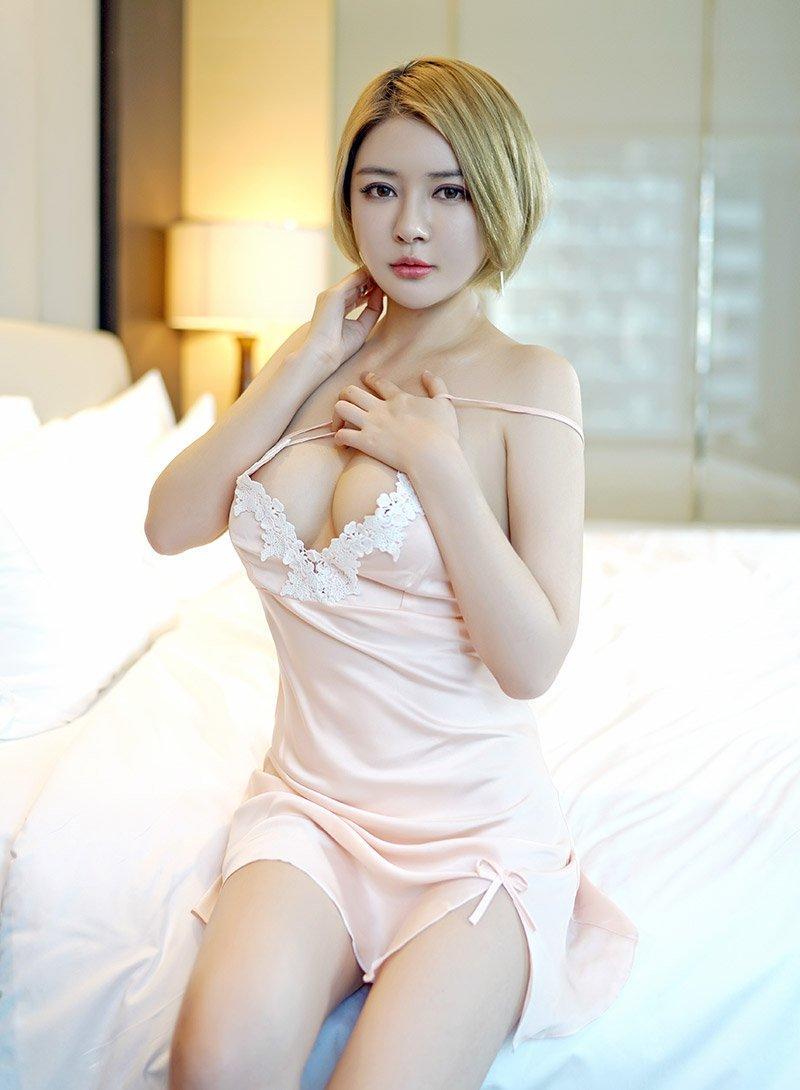 美女大胆大奶子_性感短发美女凯竹情趣睡衣爆乳大奶大胆诱惑