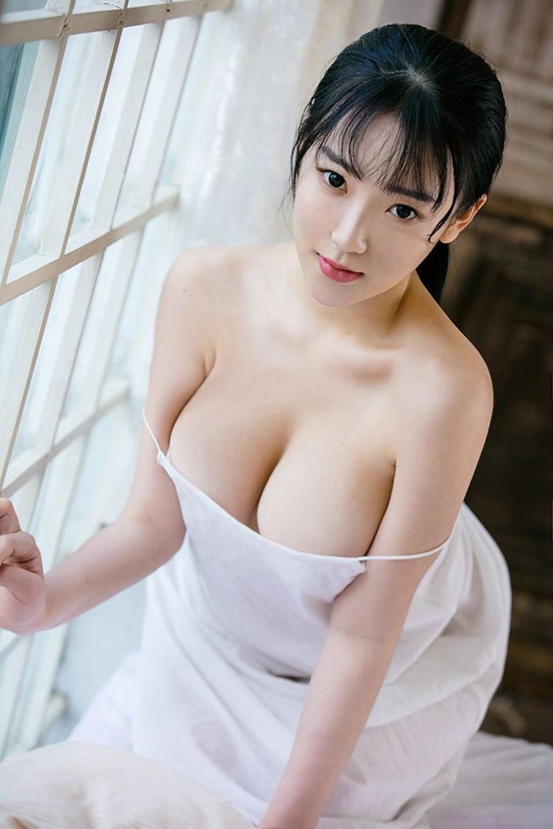 性感大胸美女爆乳大奶情趣薄纱睡衣大胆诱惑
