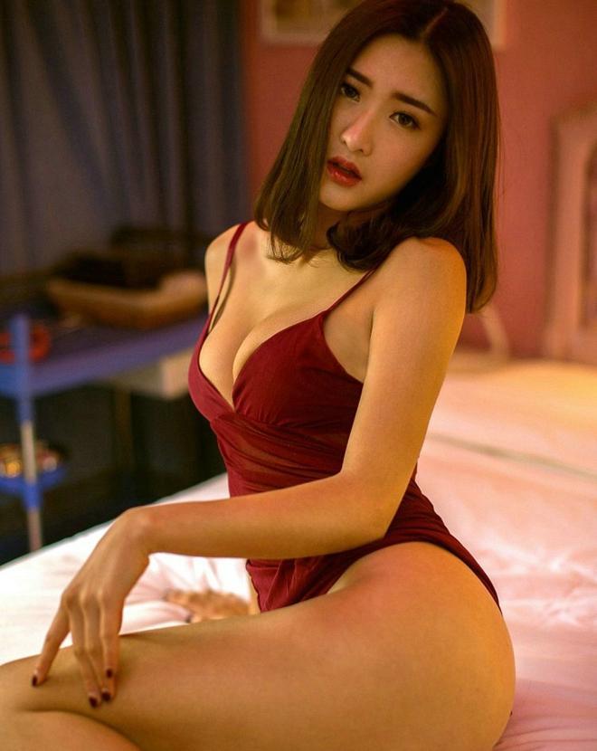 日本少妇人体大胆艺术_性感大奶少妇酥胸爆乳吊带睡裙大胆人体艺术