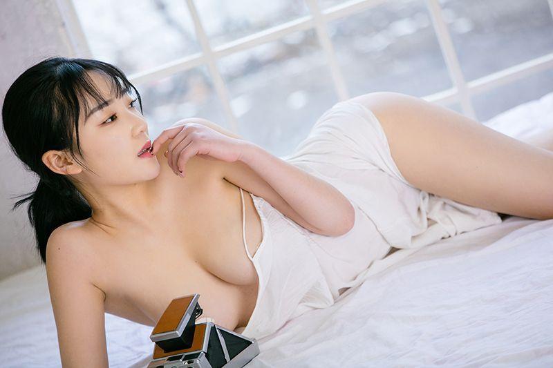 大奶丝袜美女_性感大胸嫩模美女张雪馨爆乳大奶诱惑睡衣私