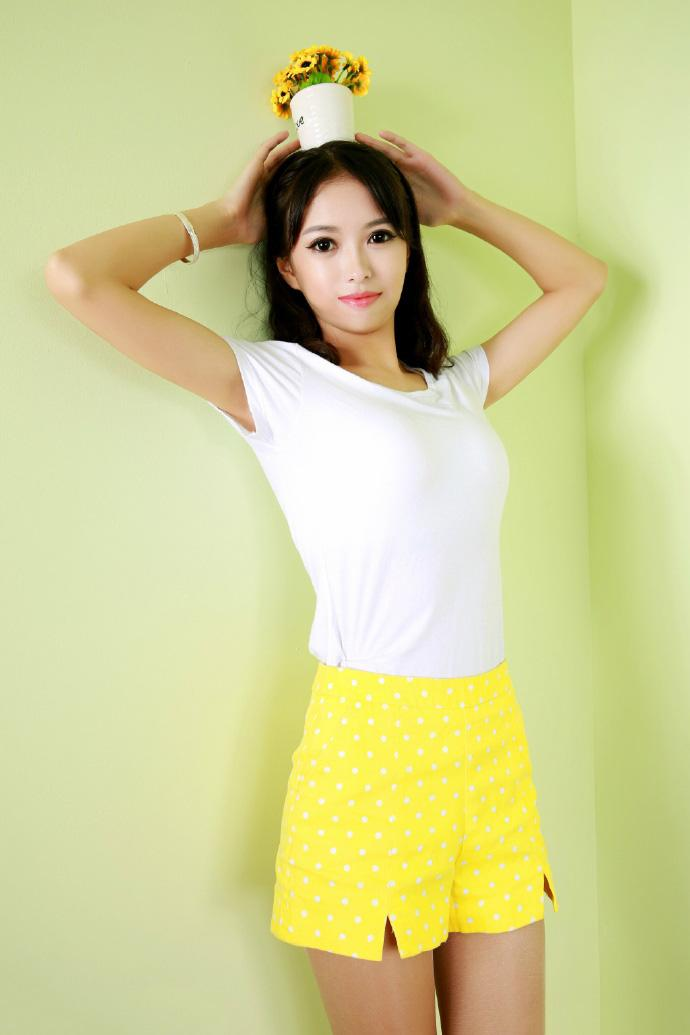 黄色裸体人体下体bb_清纯美女学生妹黄色人体超短裙性感艺术写真