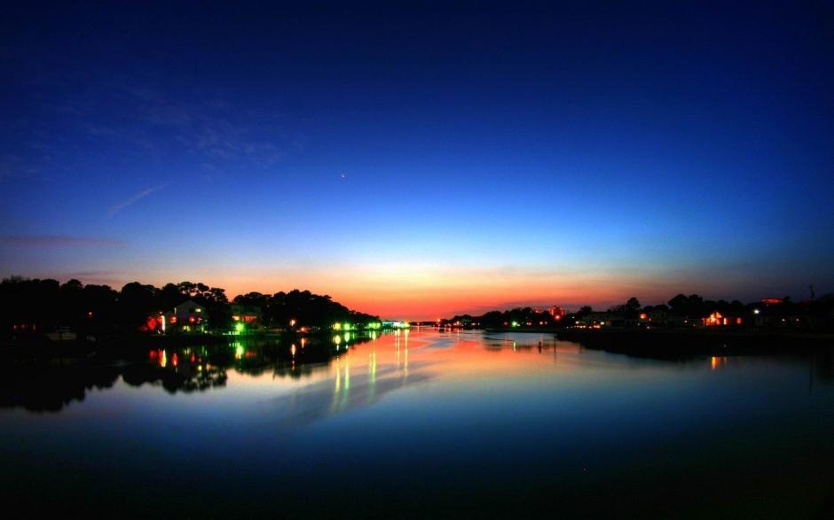 湖畔静谧唯美的自然风景图片桌面壁纸