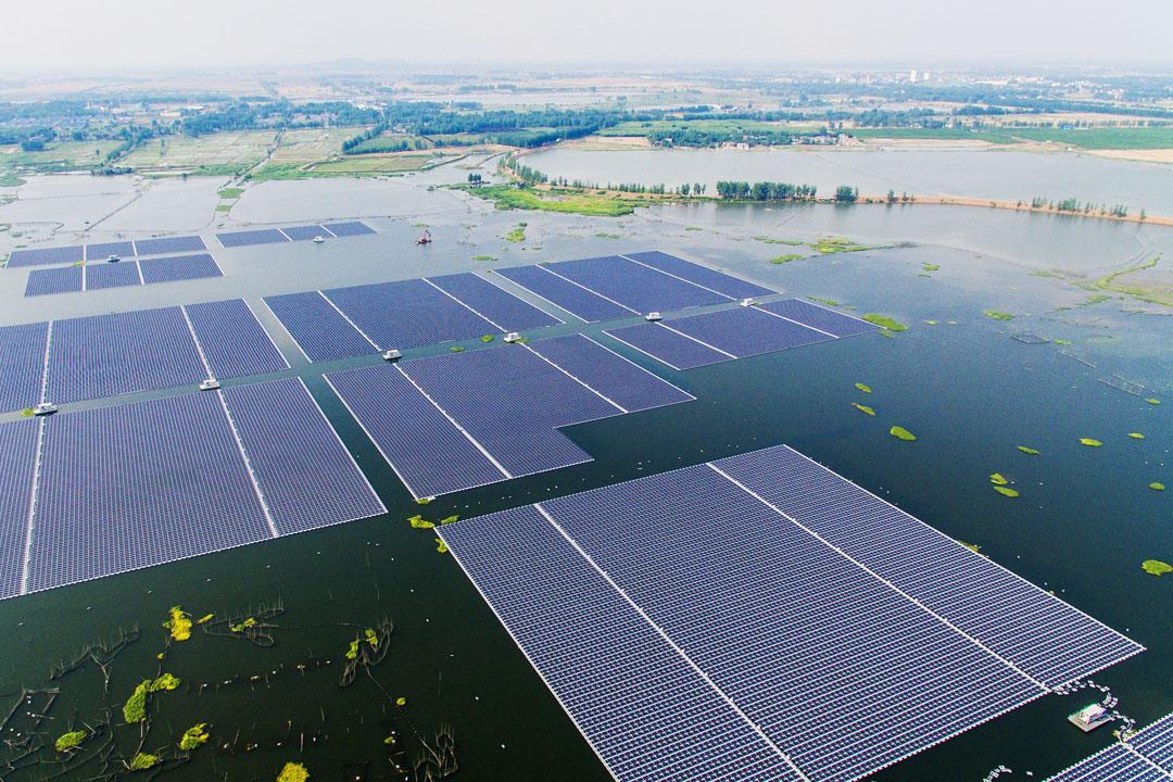 中国最大漂浮式太阳能电站在安徽淮南落成 规模40mw