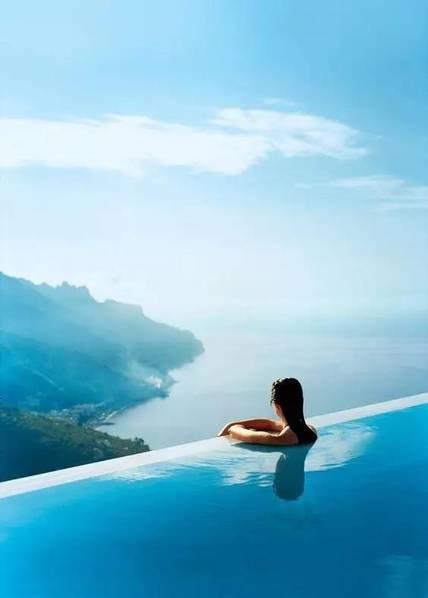 无边游泳池的美,是人与自然,环境的和谐.(来源:无非建筑)