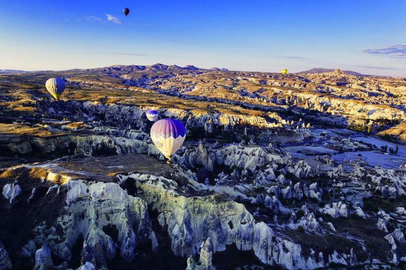 土耳其卡帕多西亚的喀斯特地貌风景图片