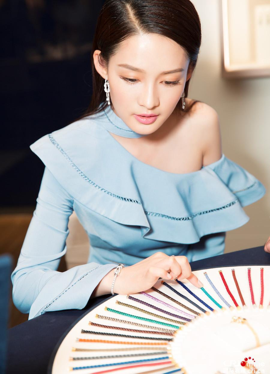 元淳公主李沁小露香肩气质迷人 少女感十足(图)