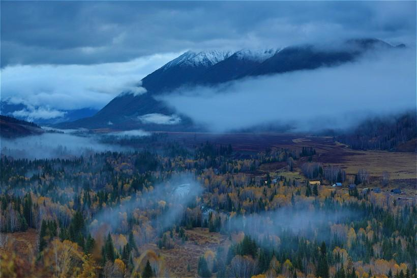 雨后禾木乡风景图片