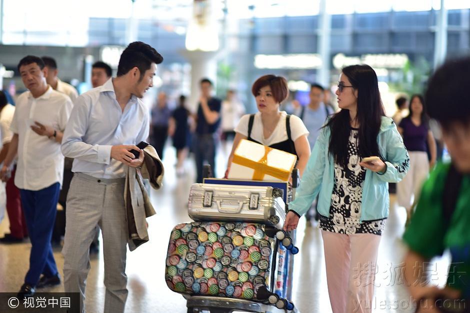 没分手?叶璇与男友小默先生同行 睡裤style随性图片