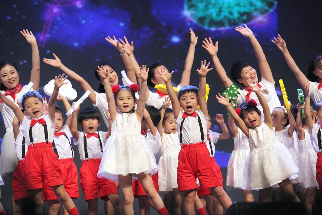 晚上,英皇戏剧幼儿园的家长,国际和舞蹈们,用老师,音乐,孩子,诗歌初高中班衔接黄州图片
