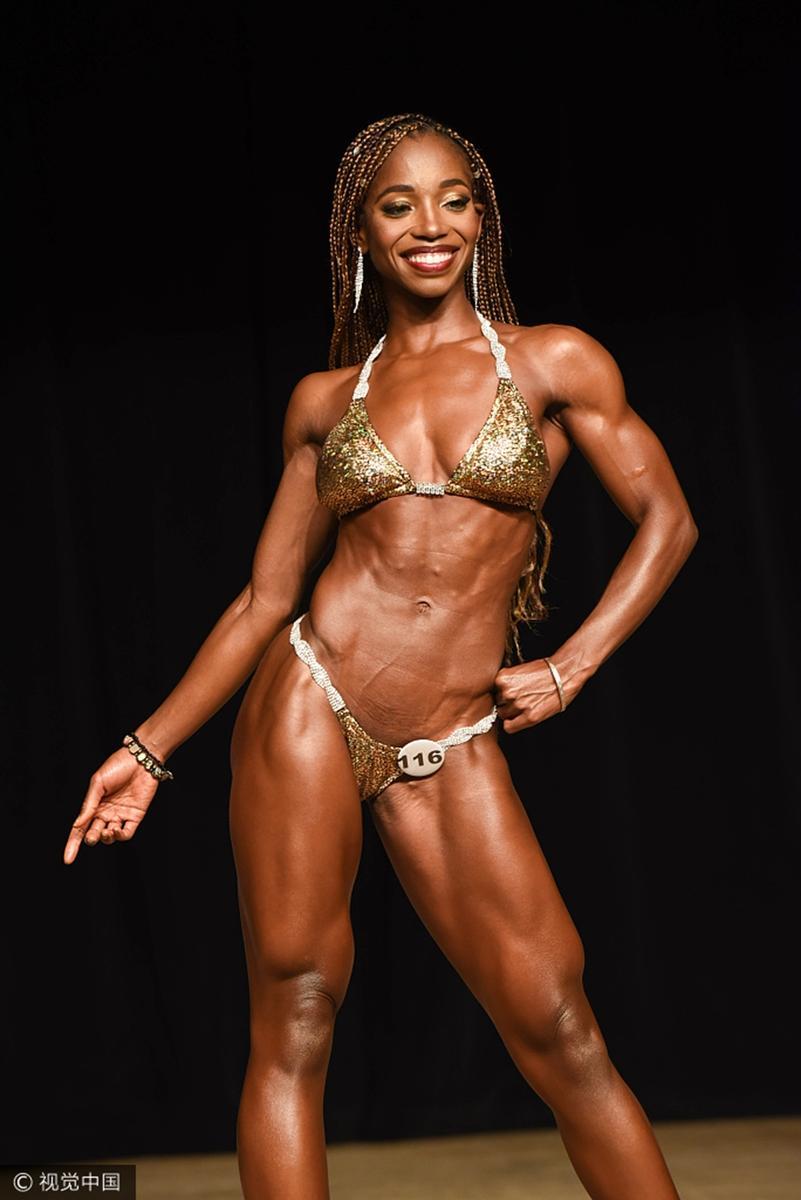健美肌肉女写真_健美女选手比基尼秀肌肉_图片新闻
