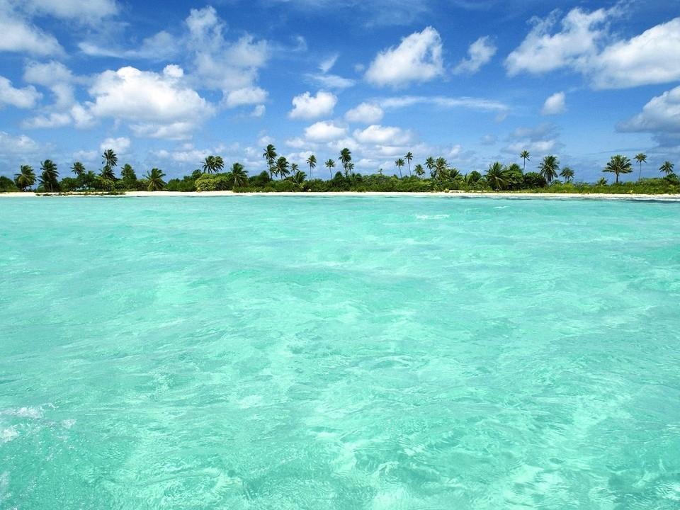 热带岛屿海滩风景壁纸(www.5443.com 美女图片第6张)