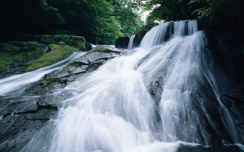 大山深处小溪瀑布唯美风景壁纸