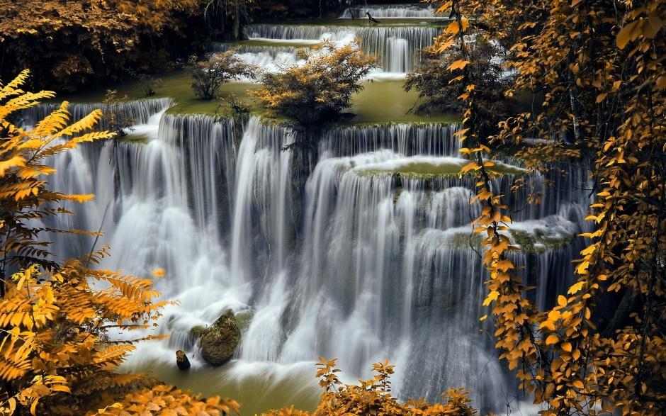 壮观秀丽的高山流水风景图片